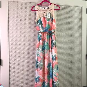 NWT size XS maxi dress with belt